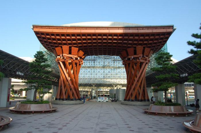 kanazawa_station_entrance_2
