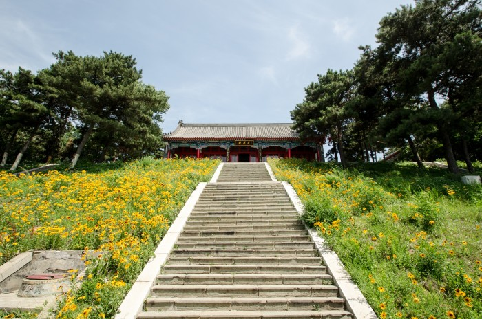 Beyond the main gate is a staircase to the next level and the second gatehouse, within which is a Maitreya statue