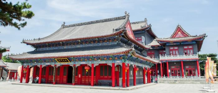 Xiangyang Temple's main courtyard
